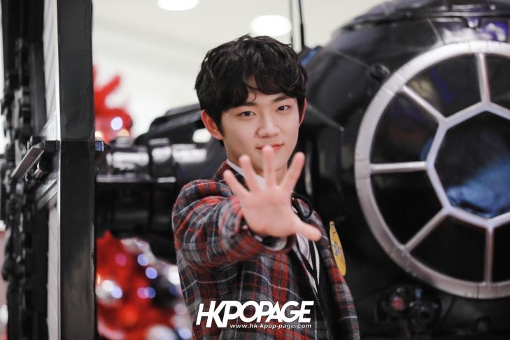 [HK.KPOP.PAGE] 171224_Heong-seop x Eui Woong autograph event_17