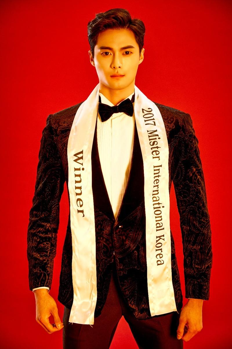 Seung-hwan Lee 李承煥是韓國檀國大學學生,於2017年奪得「Mister International Korea」的冠軍。